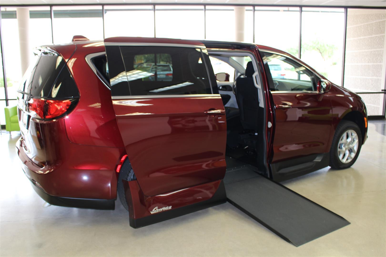 2018 Chrysler Pacifica Side Entry Wheelchair Van - Photo 1 - Phoenix, AZ 85040
