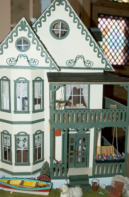 KY accessible dollhouses