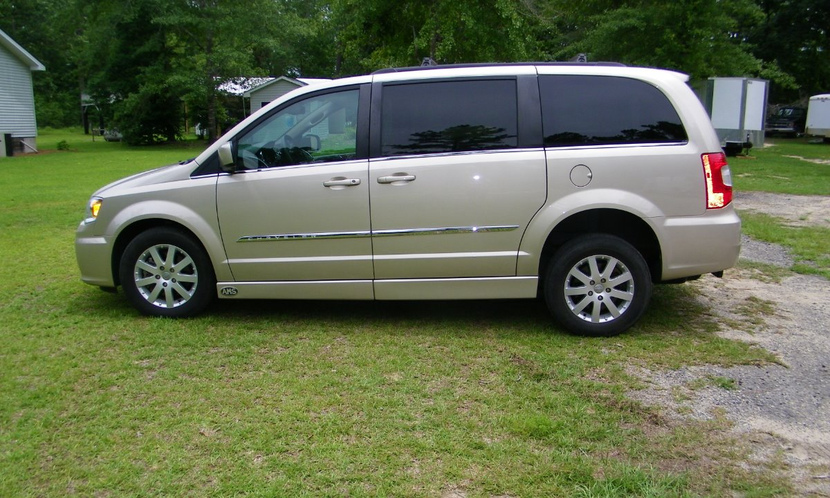 Used 2015 Chrysler Town and Country GRAND TOURING Wheelchair Van