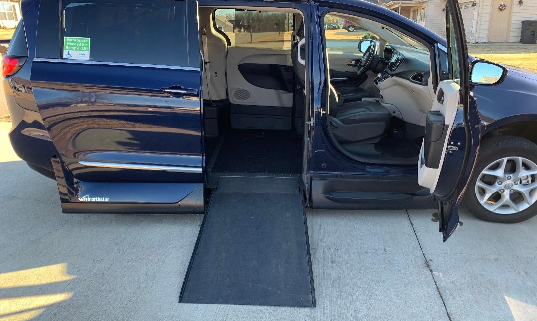 Used 2018 Chrysler Pacifica TOURING L Wheelchair Van