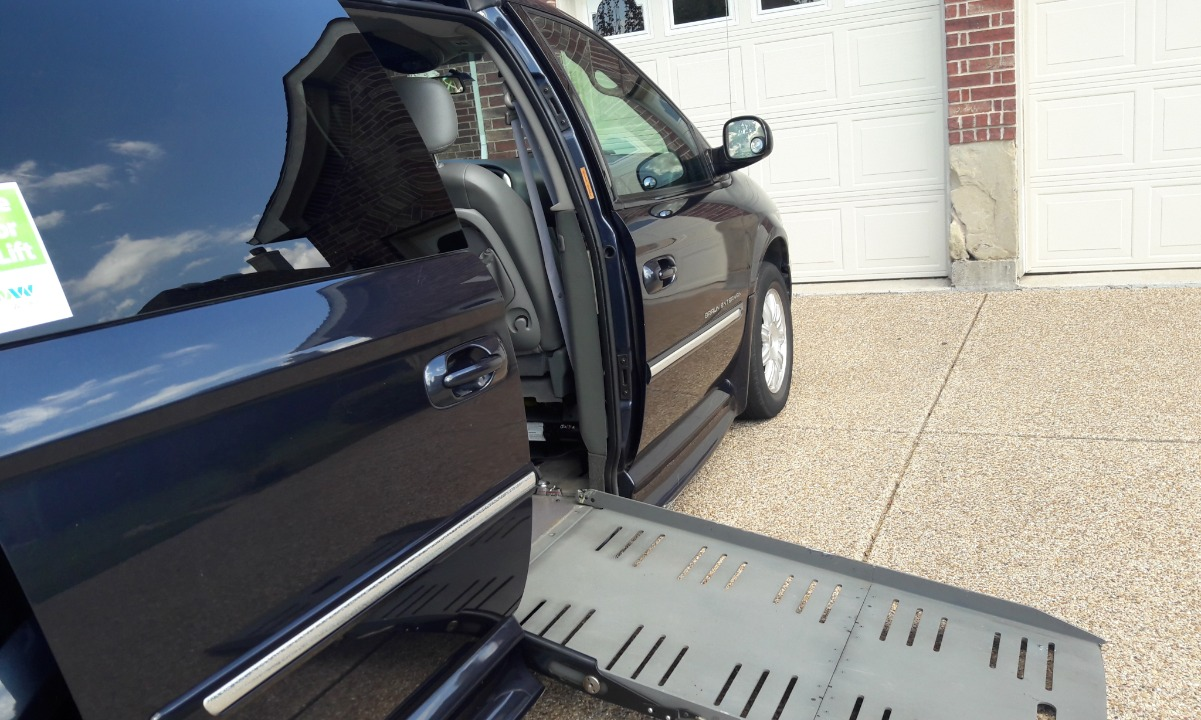 Used 2007 Chrysler Town & Country TOURING Wheelchair Van