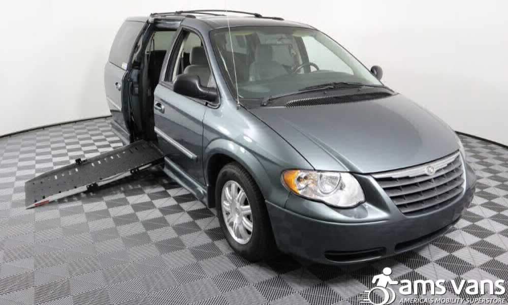 Used 2007 Chrysler Town and Country  TOURING Wheelchair Van