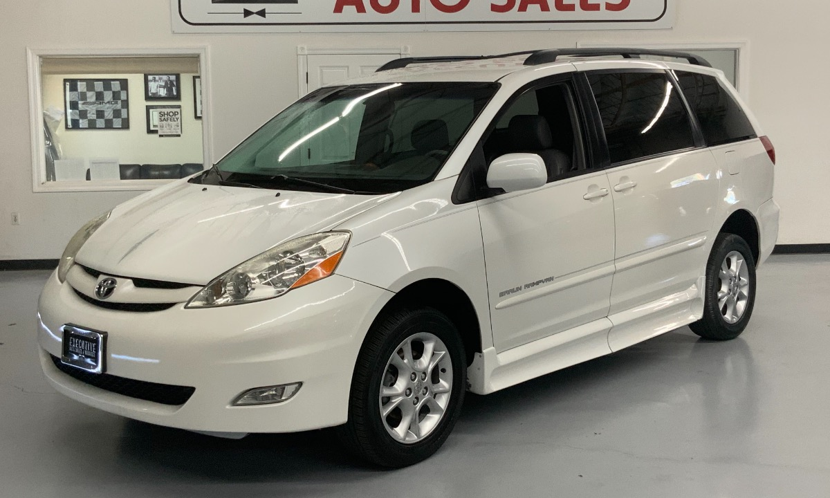 Used 2006 Toyota Sienna XLE Wheelchair Van
