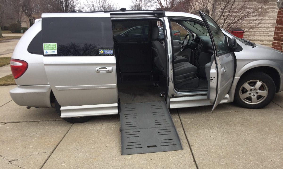 Used 2007 Dodge Grand caravan  SXT Wheelchair Van