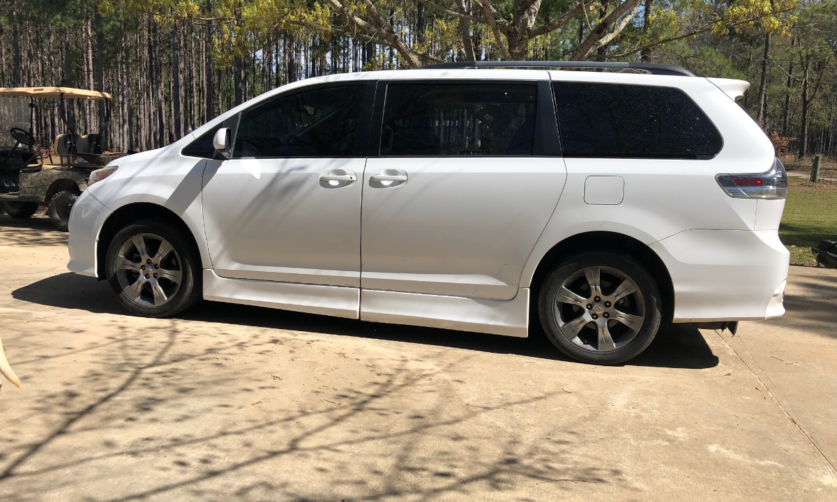 Used 2011 Toyota  Sienna SE Wheelchair Van
