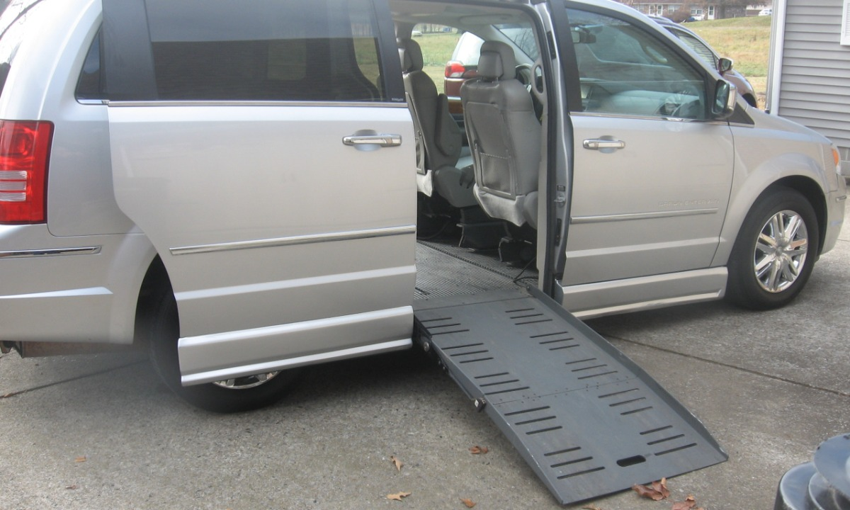 Used 2010 Chrysler Town and Country LIMITED Wheelchair Van