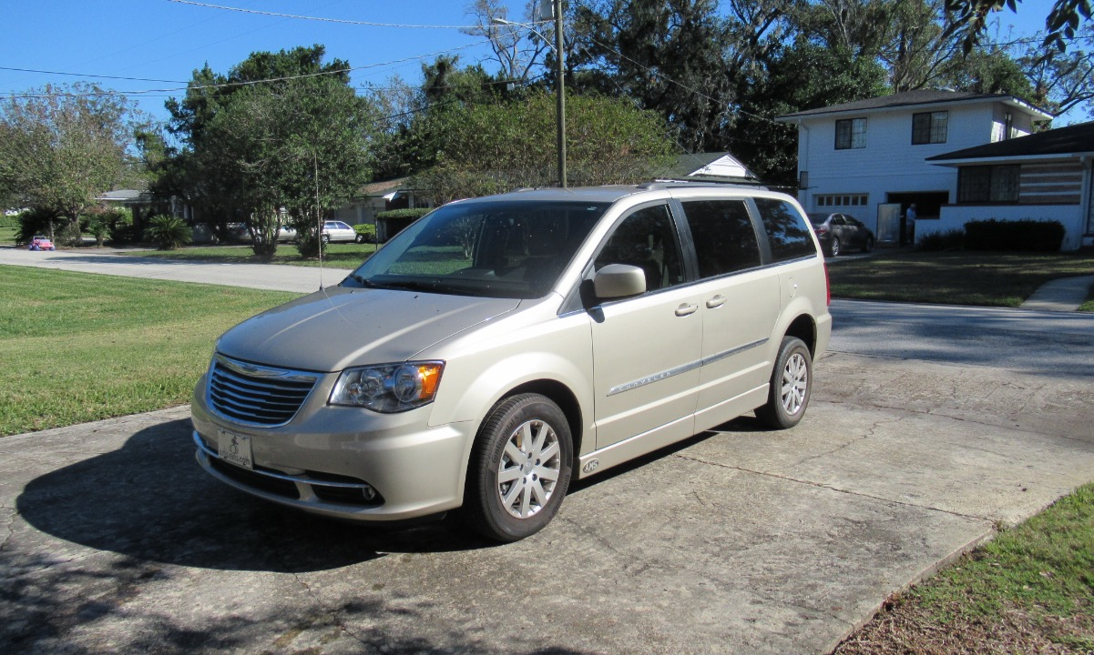 Used 2014 Chrysler Town and Country TOURING  Wheelchair Van