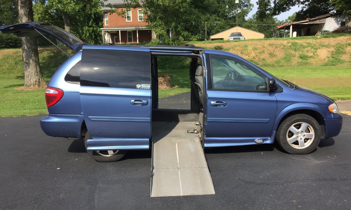 Used 2007 Dodge  GRAND CARAVAN  Wheelchair Van