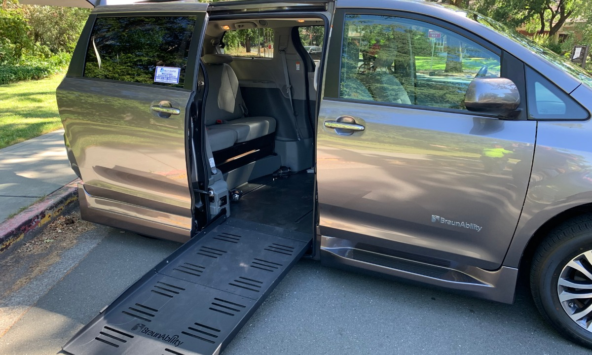 Used 2019 Toyota sienna XLE Wheelchair Van