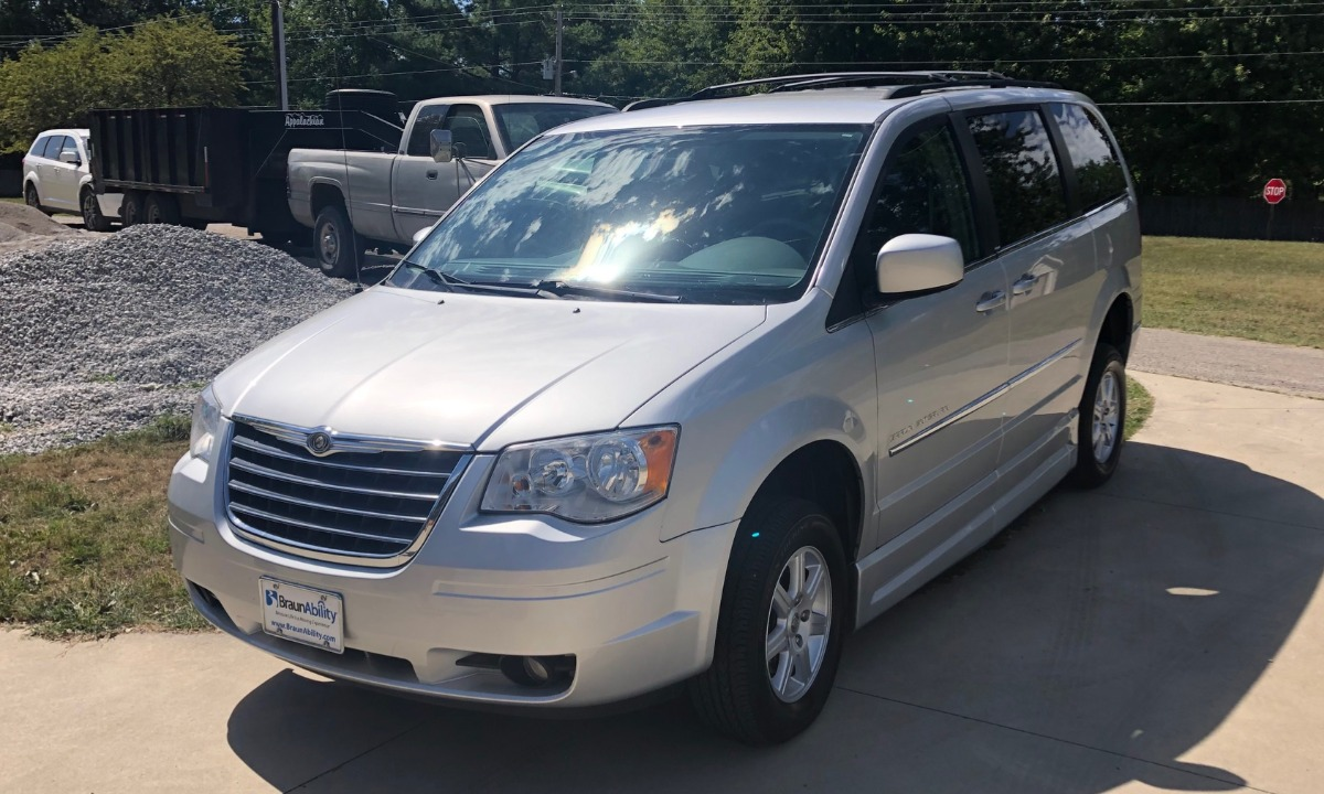 Used 2010 Chrysler Town & Country/Braun Entervan TOURING Wheelchair Van