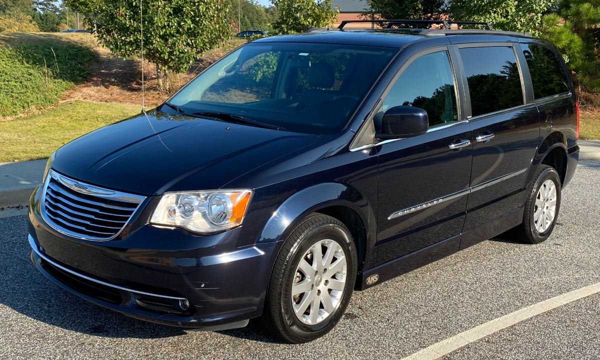 Used 2011 Chrysler Town & Country TOURING L Wheelchair Van